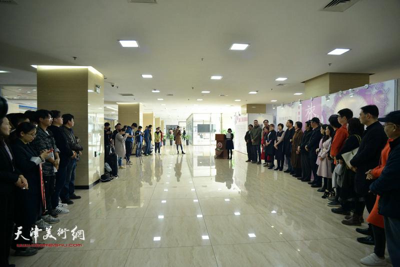 """""""旅者·天津""""插图艺术设计巡回展在天津师范大学开幕。"""