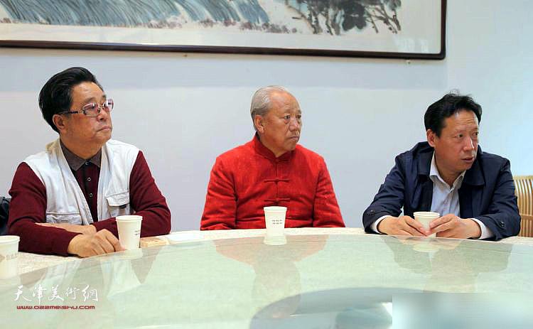 张东伟、王超、曲学真在座谈会上。