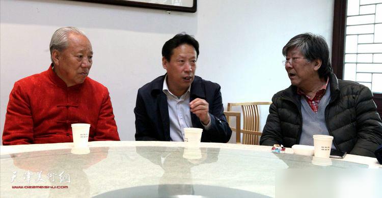 张东伟、王超、王山岭在座谈会上。