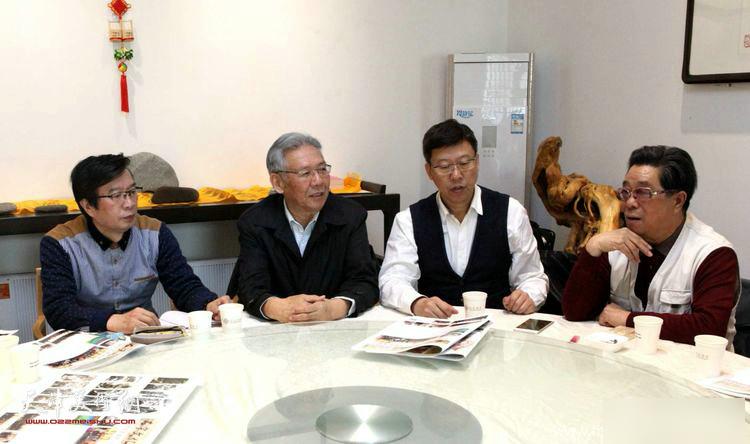 訾立刚、曲学真、赵玉森、孙云川在座谈会上。