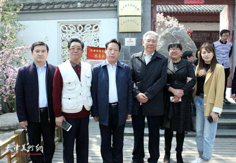 张东伟、曲学真、赵玉森等在天津。