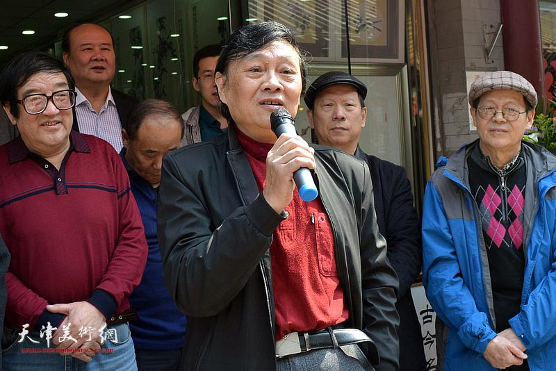 天津市美术家协会副主席、著名人物画家琚俊雄致辞。