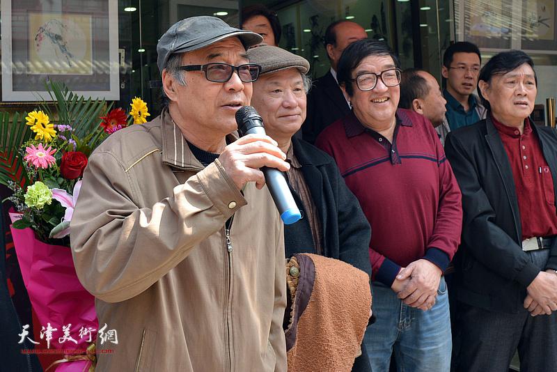 天津工业大学教授,天津美协花鸟画专业委员会副会长郭书仁致辞。