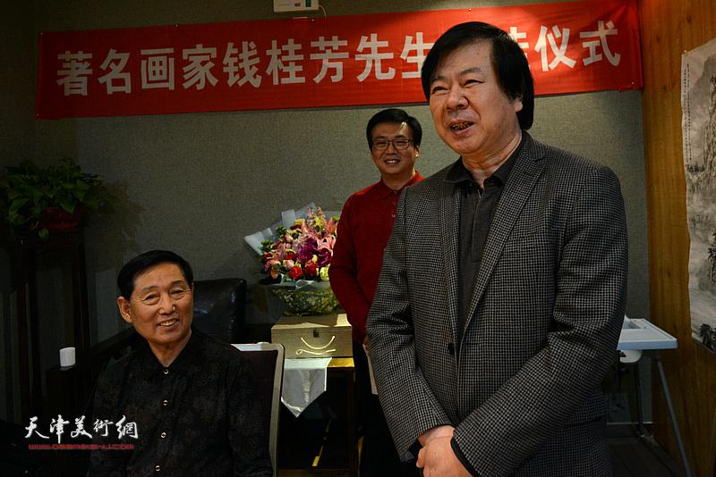 史振岭祝贺钱桂芳先生喜收新徒。