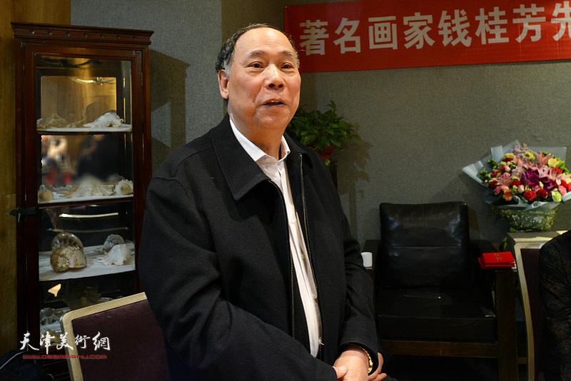 郭凤祥祝贺钱桂芳先生喜收新徒。