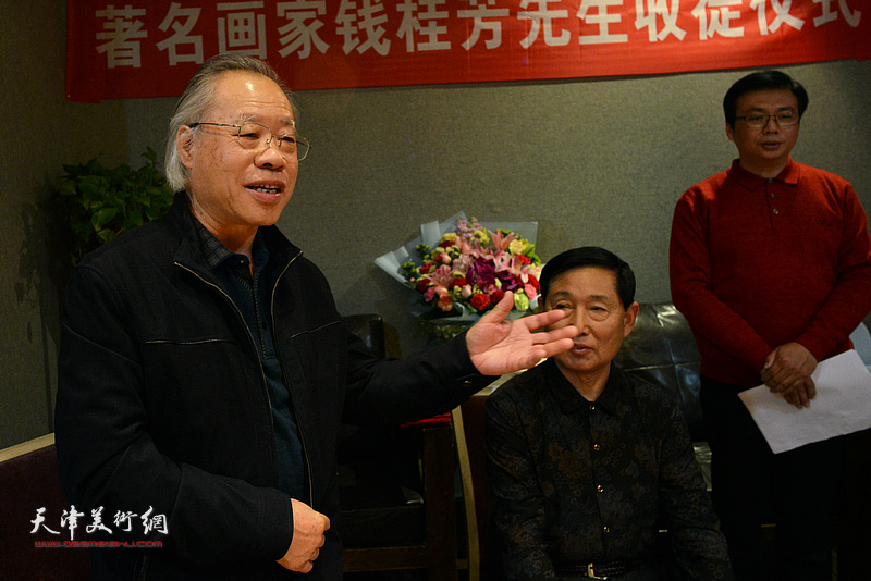 王金厚祝贺钱桂芳先生喜收新徒。