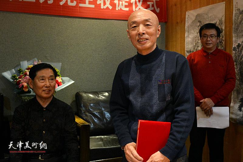 新弟子孙长文发表拜师感言。