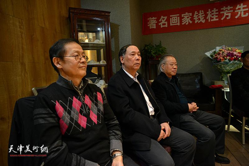 郭凤祥、王金厚、尚金声见证这一美好时刻。