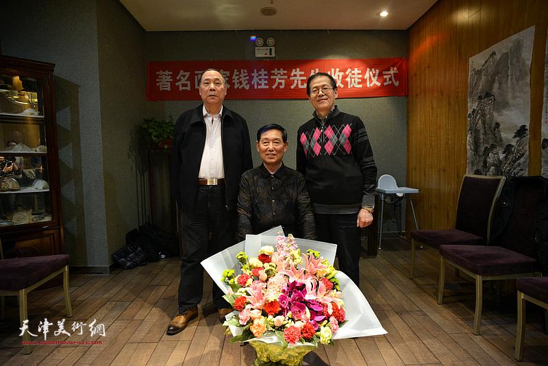 钱桂芳先生与郭凤祥、尚金声在拜师收徒仪式现场。