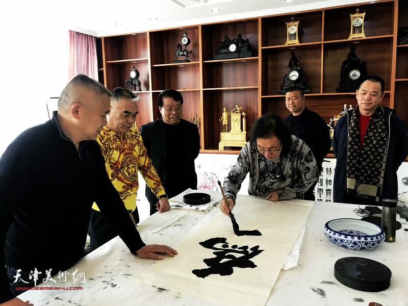 著名书法家陈栋琨先生到天津市宏达热力有限公司开展书法交流活动