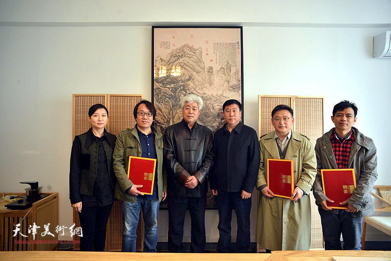 姚新、徐文杰、赵红云与新聘任的学术顾问孙飞、张晓彦、杨海涛在静海书画院。