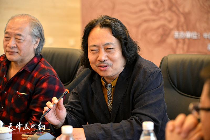 贾广健在座谈会现场发言。