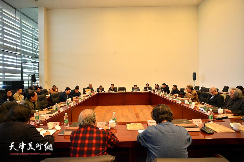 """""""丝绸之路""""从写实到写意杨晓阳美术作品暨创作文献展座谈会现场。"""