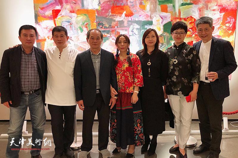 淋子与黄耀锦、黄瑞兴、蔡芷羚、樊奇为、腾桓等来宾在活动现场。