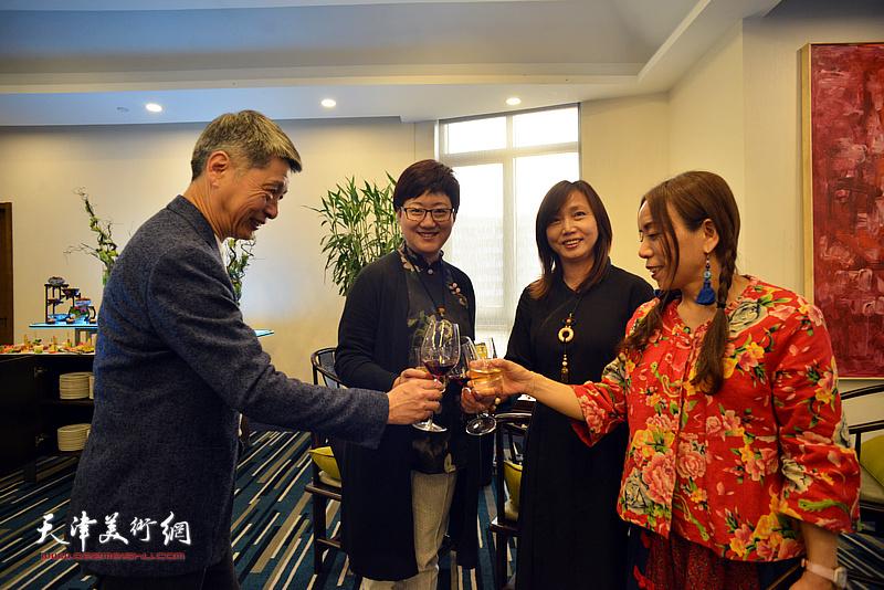 淋子与蔡芷羚、樊奇为、腾桓在活动现场。
