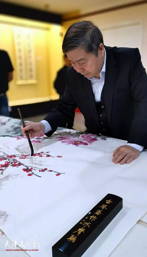 爱新觉罗・毓峋在笔会雅集现场