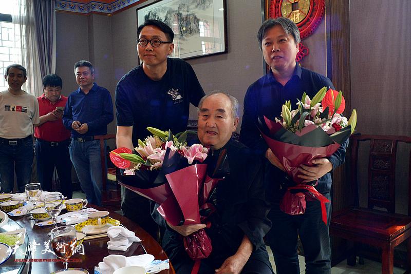 孙伯翔先生与杨建军、魏云飞在雅集现场。