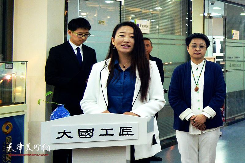 天津颐和国际珠宝大厦总经理陈潇女士代表主办单位致开幕辞