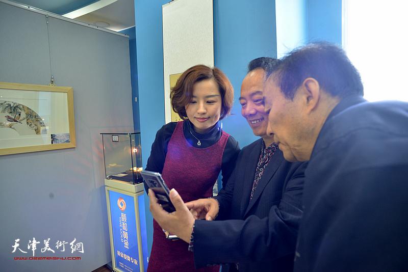 """第二届中国·天津""""大国工匠""""名家书画、艺术品主题展现场。"""
