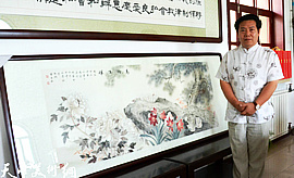 李锐钧向红桥区伊斯兰协会赠送画作《万物生晖》