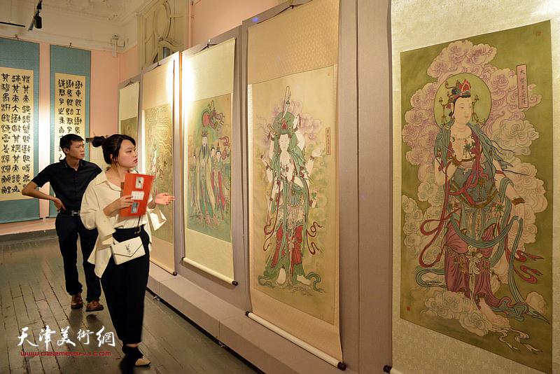 祖国颂·故乡情一天津侨界王冠峰陈幼白卢东升书画展现场。