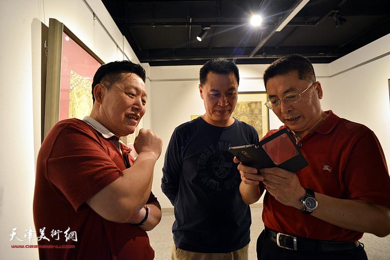 """""""西玉成唐——热贡唐卡艺术展""""现场。"""