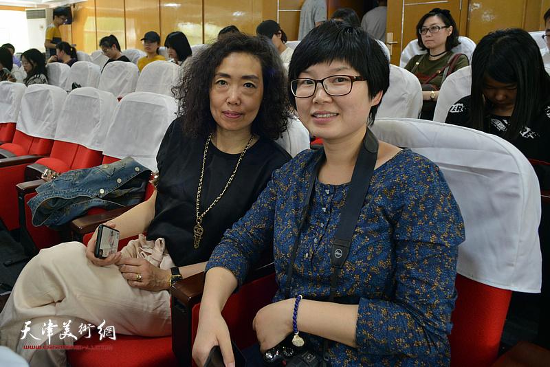 张超、谢雅云在颁奖仪式现场。