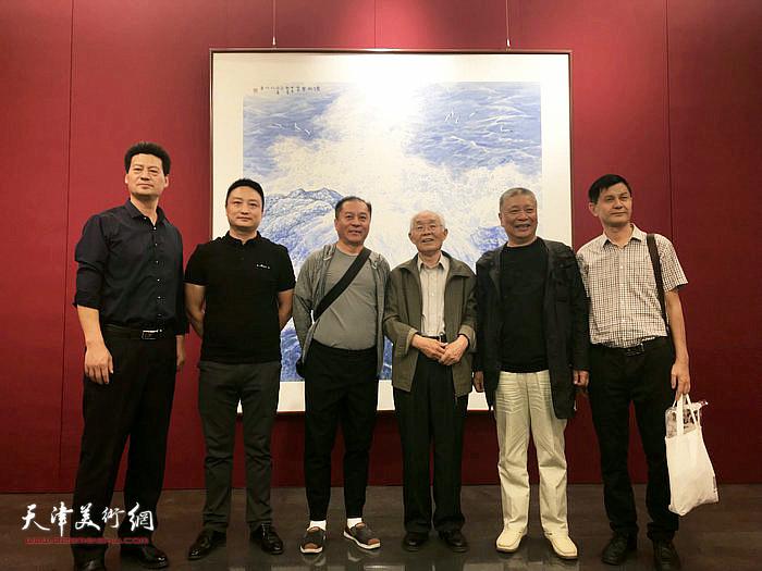 左起:邴锋  董浩  郭雅玉  郭文伟  陈明 林强海洋画派画家合影