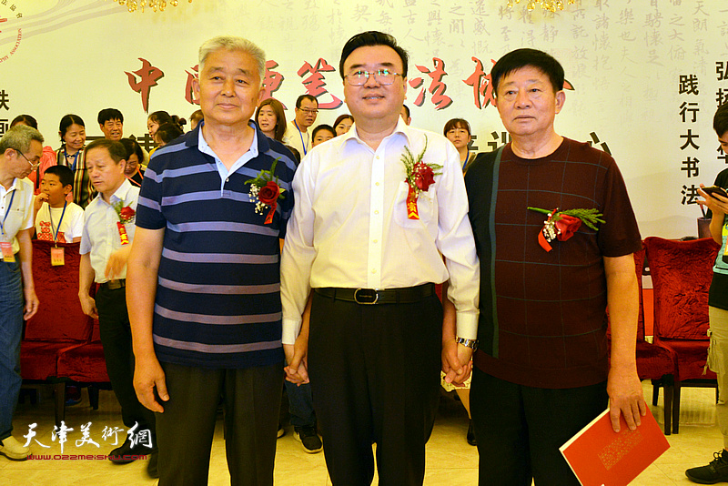 张华庆、孙洪龙、孙德民在揭牌仪式现场。