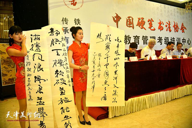 军旅书法家、中国书协理事倪进祥赠送书法作品以示致贺。