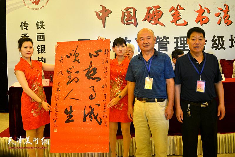 书法家赵士会赠送书法作品以示致贺。