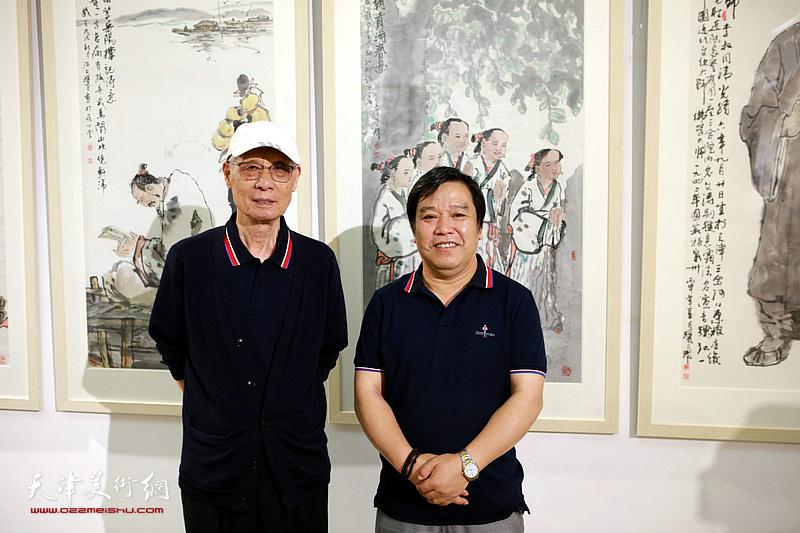 杨德树、李耀春在画展现场。
