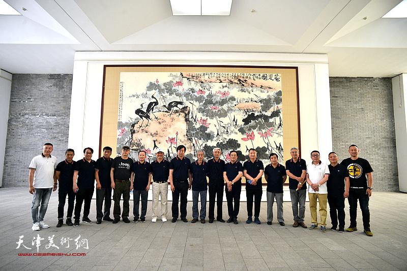 天津书画名家在李苦禅美术馆。