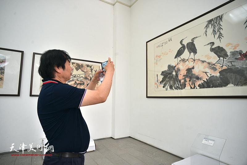 史振岭在李苦禅美术馆。