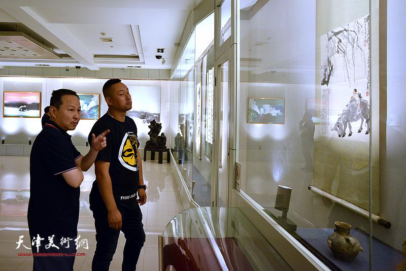 张立涛在孙大石美术馆。