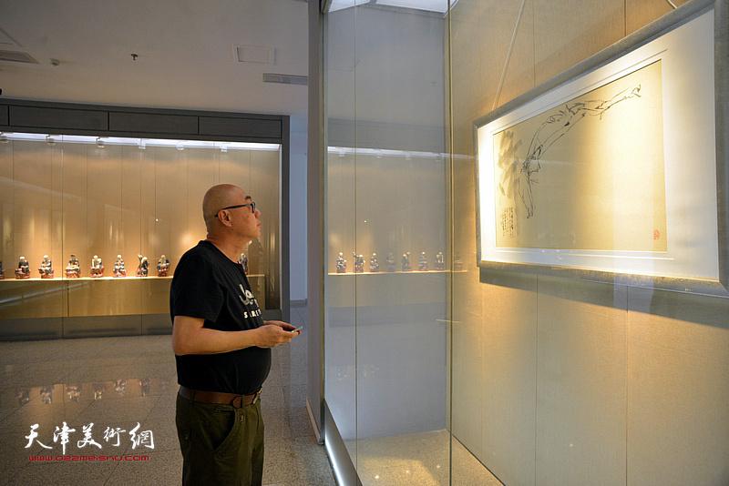 高博在李奇茂美术馆。