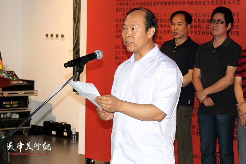天津美术学院组织部部长,视觉设计与手工艺术学院党总支书记白星致辞