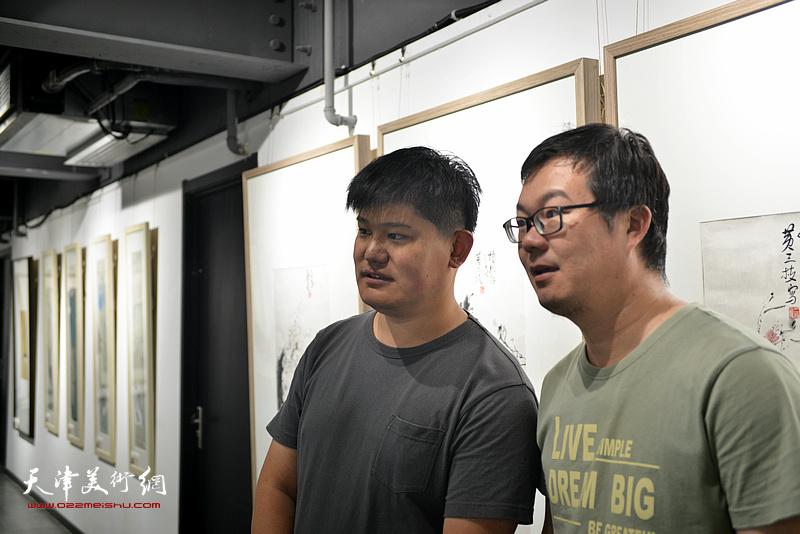 白光、孟凡博在画展现场。