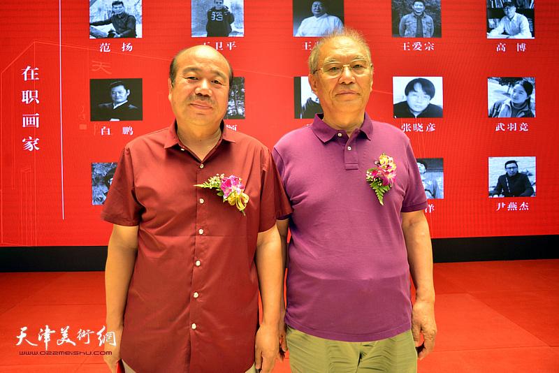 何延喆、孟庆占在画展现场。