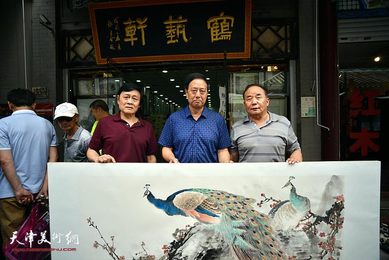 张玉明与琚俊雄、李建华在鹤艺轩。