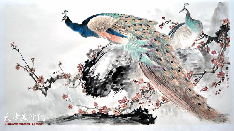 著名画家张玉明在鹤艺轩创作的大幅花鸟画作《翠羽寒香》。