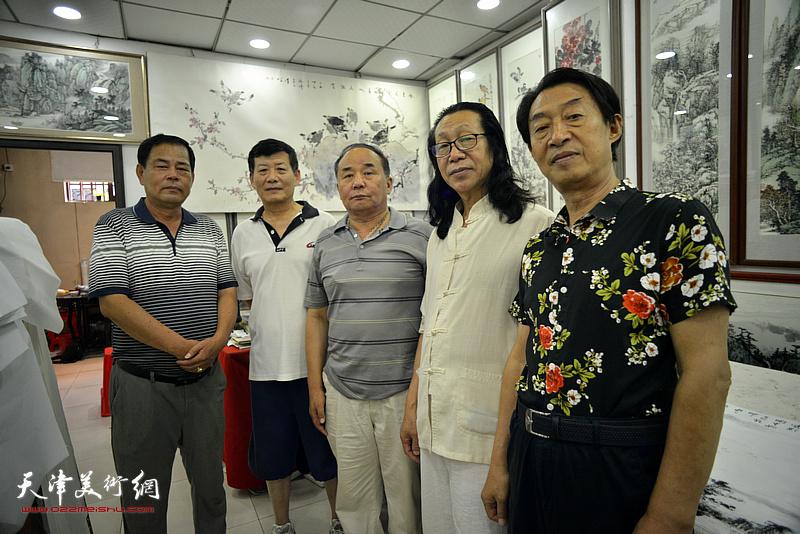 左起:张树滨、郭大同、李建华、张葆东、郭福深在鹤艺轩。