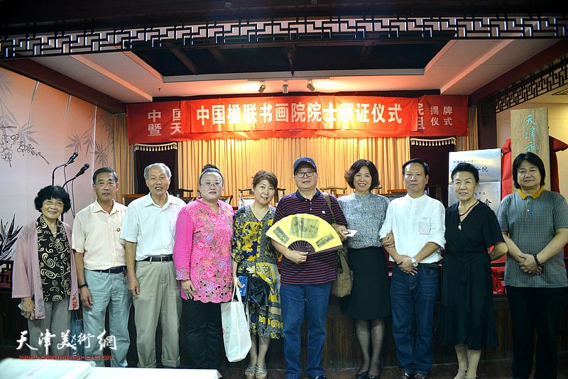 赵士英、张建华、康振惠、李俊杰、曹铁娃、张同明、高金舫、陈艳梅等在揭牌仪式现场。