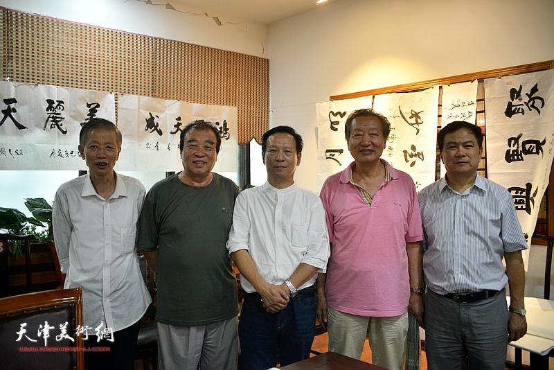张金锁、张建华、王如意、刘家城、赵同相在揭牌仪式现场。
