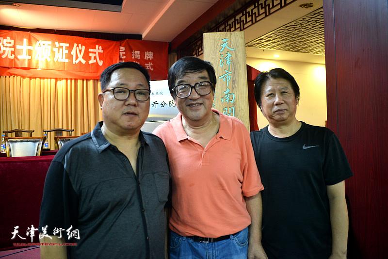 卢贵友、李学亮、赵清在揭牌仪式现场。