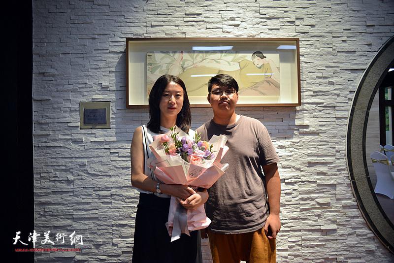 马兆琳与嘉宾在湖宾楼画展现场。