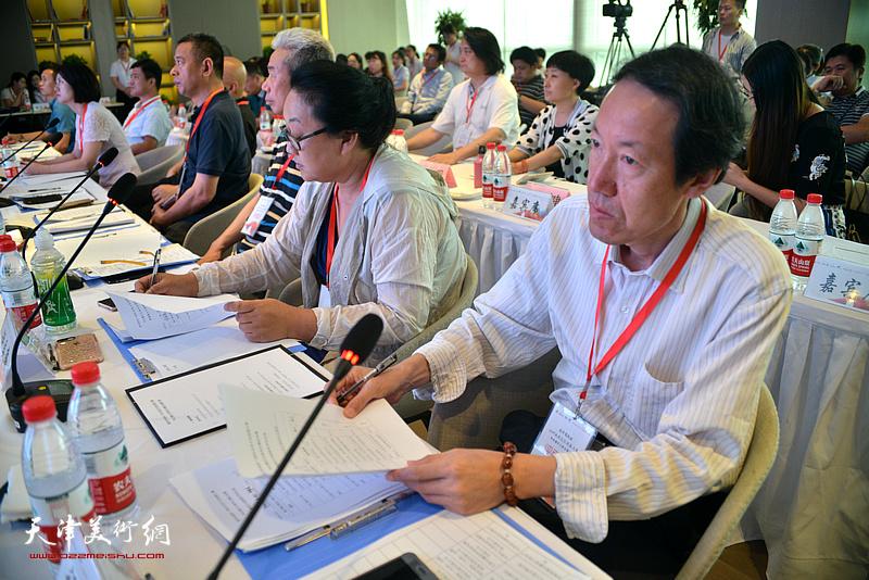 大赛专家评委以及督导在决赛现场。