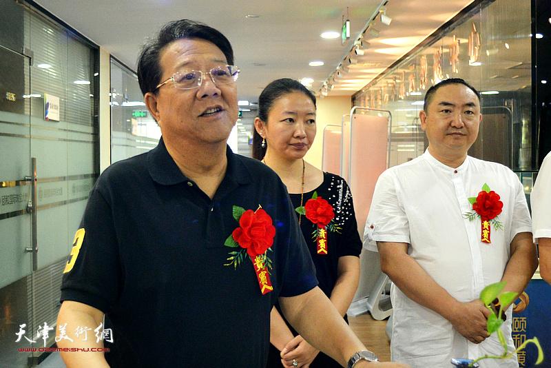 天津工艺美术行业协会副秘书长卢万铭代表主办方致辞。