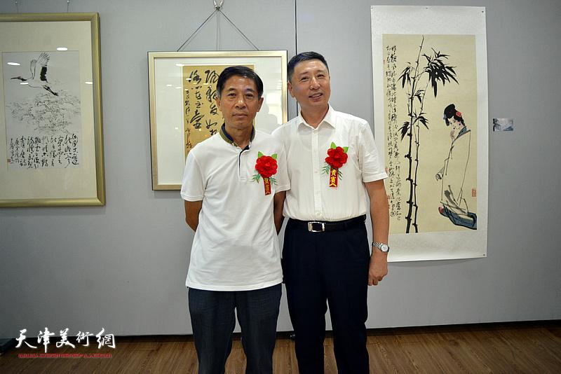王宏、王勇在活动现场。
