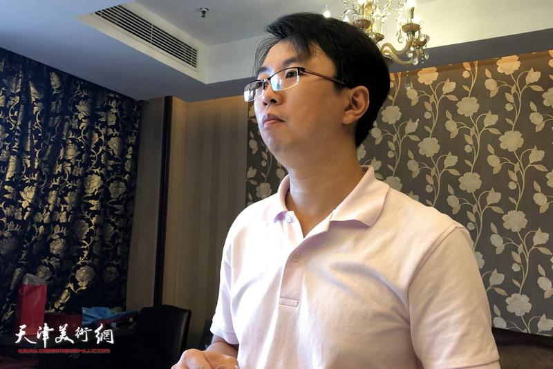 霍春阳教授新弟子徐群在拜师仪式上。